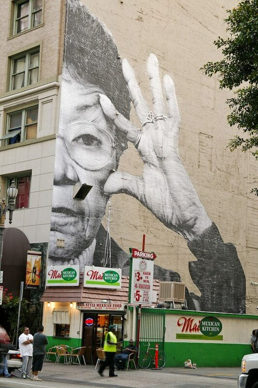 граффитти на зданиях.Los Angeles