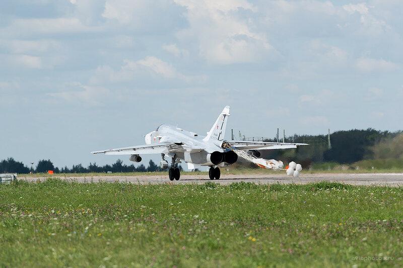 Сухой Су-24М (RF-92245 / 40 красный) D809935a