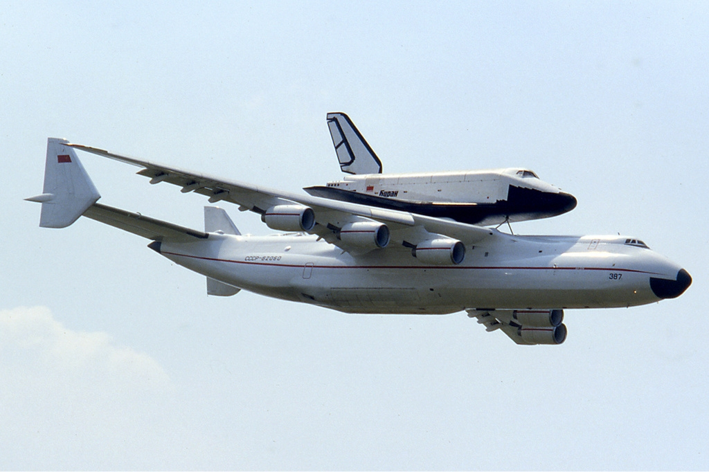 Ан-225 и Буран.jpg