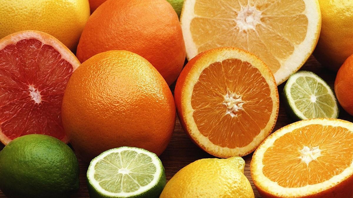 1. Цитрусовые Апельсины, мандарины и лимоны, съеденные натощак, могут провоцировать аллергию и спосо