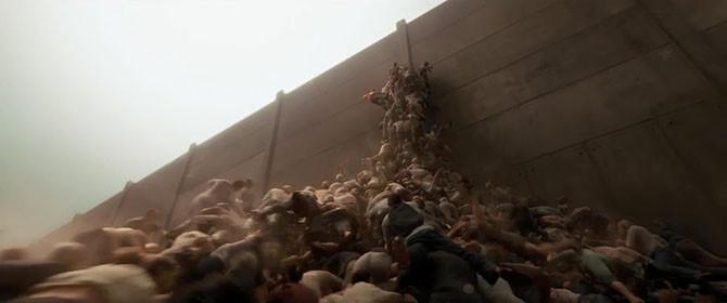 9. Вспомнился эпизод из «Войны миров», когда толпа зомби перемахнула через огромную стену