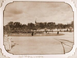 Вид площади перед железнодорожной станцией Беловеж; на заднем плане-Беловежский дворец.