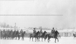 Группа старших офицеров полка во время смотра полка.