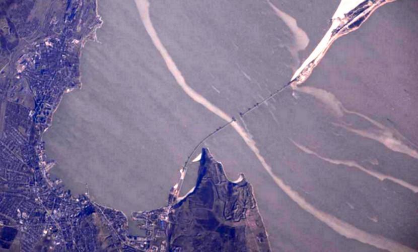 Русский космонавт выложил в Инстаграм фото возведения Крымского моста скосмоса