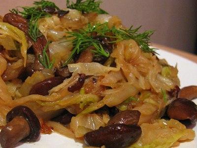 Тушеная капуста с маринованными грибами