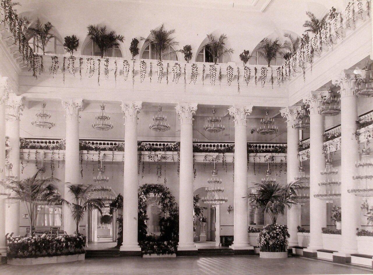 Вид Колонного зала в здании Благородного (Дворянского собрания), украшенного к торжествам коронации