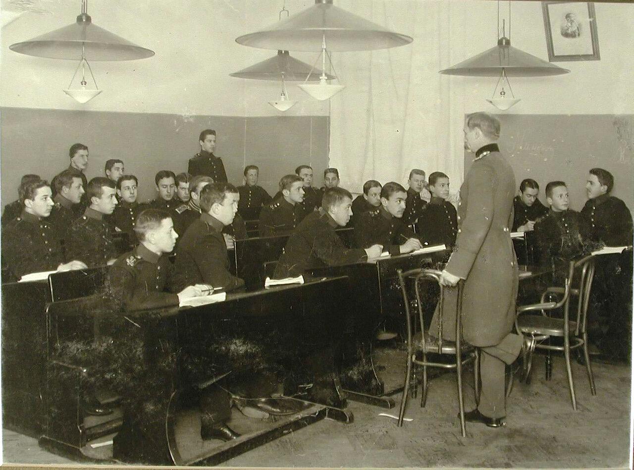 15. Воспитанники старшего возраста Пажеского корпуса во время урока математики