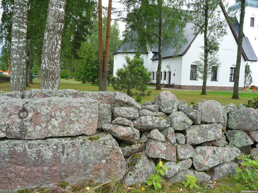 Старинная церковная ограда.