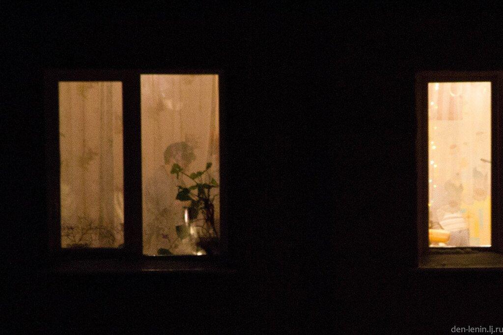 Подглядывают в ночные окна групповом