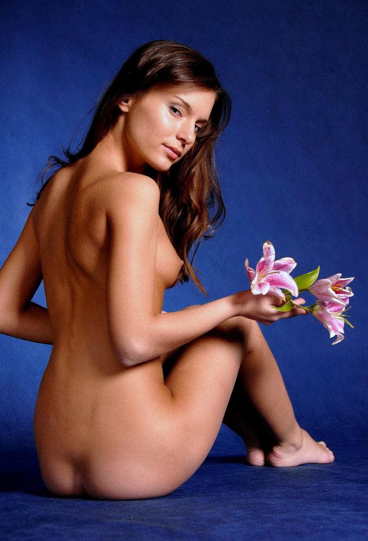 Эротика с цветком (20 фото)