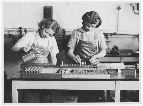 Производство губной помады. Начало сороковых годов. Кликабельно. Оригинальный размер 1024×758