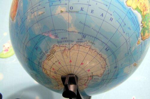 Южный океан на глобусе