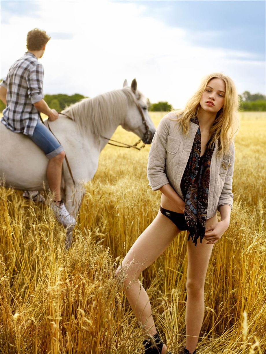 Макензи Вейнман / Makenzie Weinman for Pull and Bear SS 2010 Ad Campaign by Mariano Vivanco