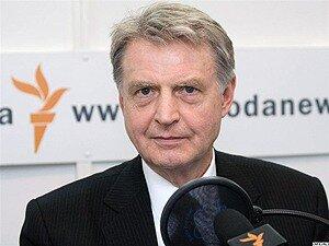 """Медведев пообещал решительный ответ пирамиде Мавроди """"МММ-2011"""""""