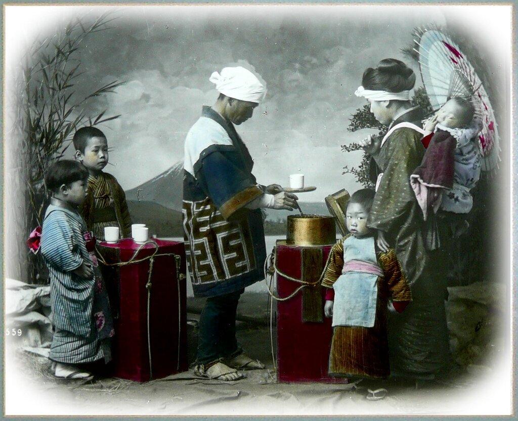 Продавец горячего чая зимой.Old Japan