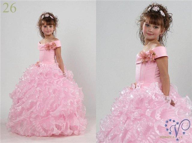Ассортимент детских платьев постоянно обновляется.
