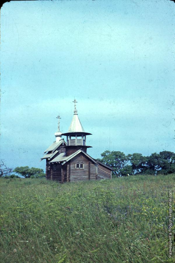 Остров Кижи. Часовня Архангела Михаила из деревни Леликозеро фотографии 1985 года