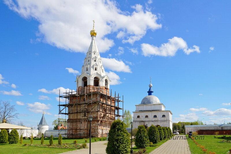 Колокольня и надвратная церковь Преображения Господня. Можайский Лужецкий Ферапонтов монастырь, Можайск