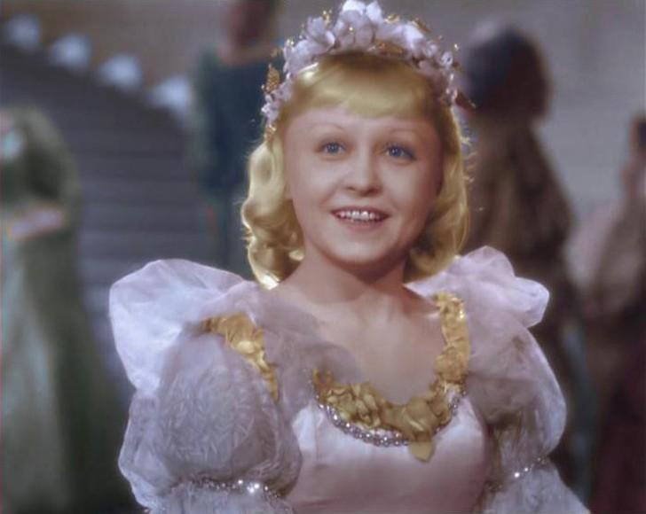7. Янина Жеймо Свою работу в кино эта актриса начала с роли мальчишки. А вот роль Золушки она получи
