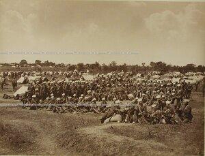 Солдаты и офицеры 4-го эскадрона Лейб-гвардии Гусарского его величества  полка.