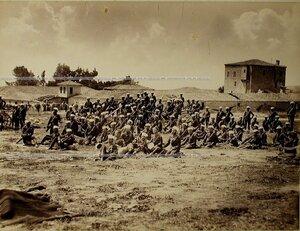 Солдаты и офицеры 2-го эскадрона Лейб-гвардии Гусарского полка.