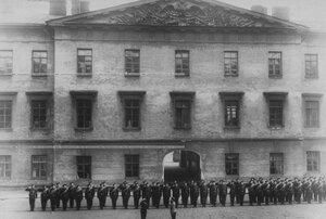 Фасад здания казармы бригады.