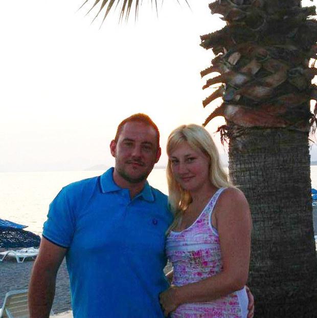 британский турист прикрыл собой невесту