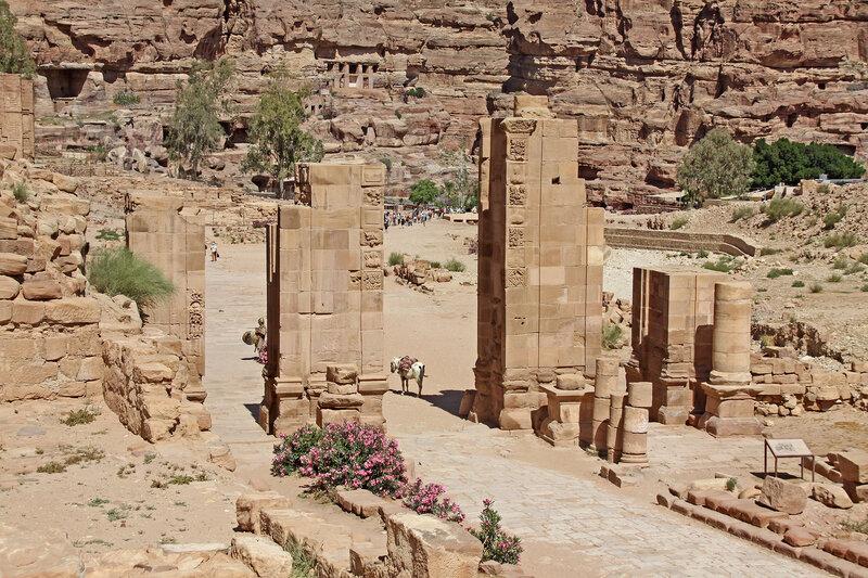 Ворота теменоса храма Душары