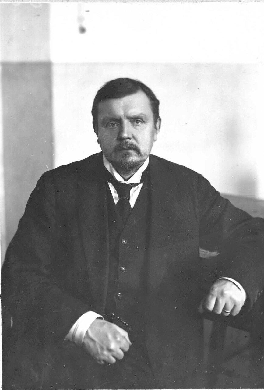 Шателен М. А. - профессор кафедры физики, заведующий кафедрой физики с 1899 по 1924 гг.