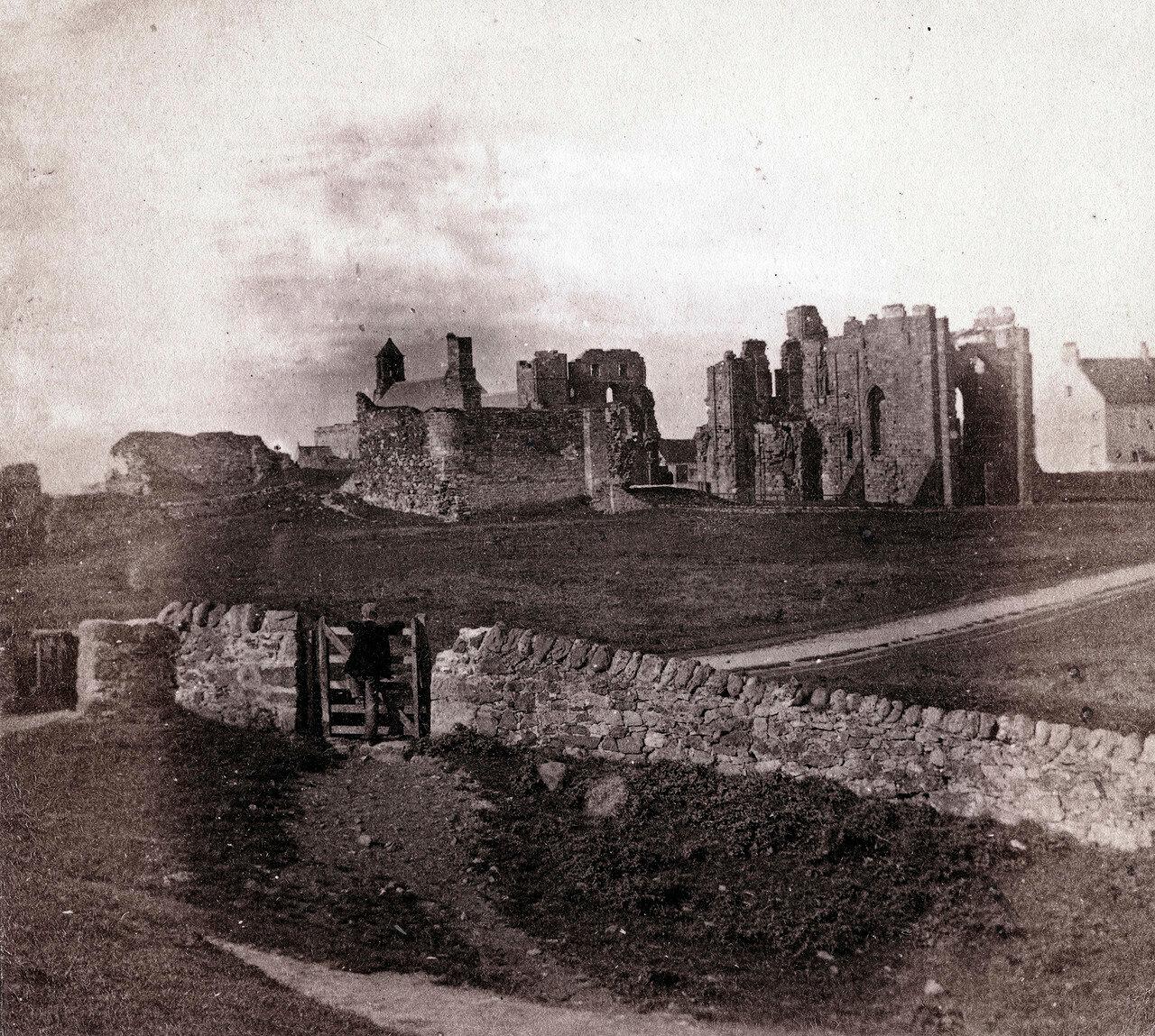 Линдисфарнский замок, общий вид. Великобритания, 1864