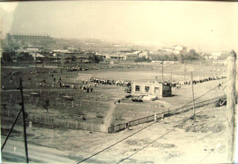 Стадион цинкового завода.