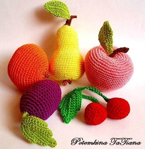 Вязаные фрукты и ягоды.