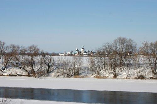 Вид на Бобренев монастырь из-за Москва-реки