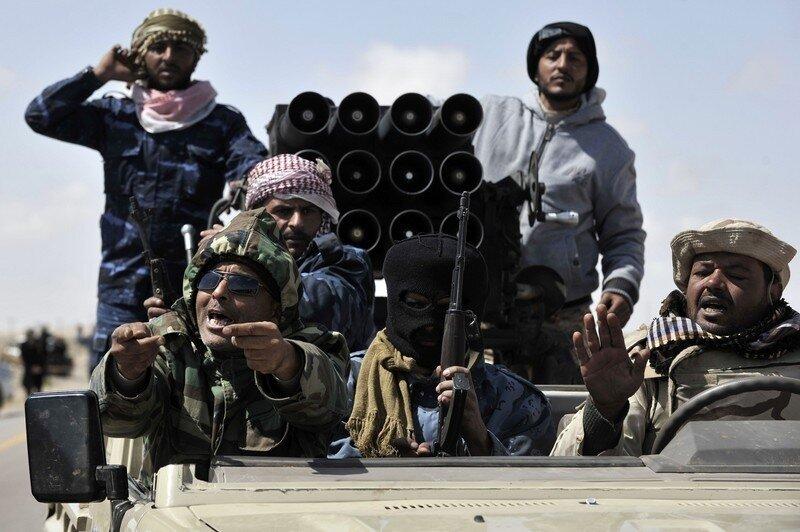 Libyan anti-Kadhaafi fighters return fro