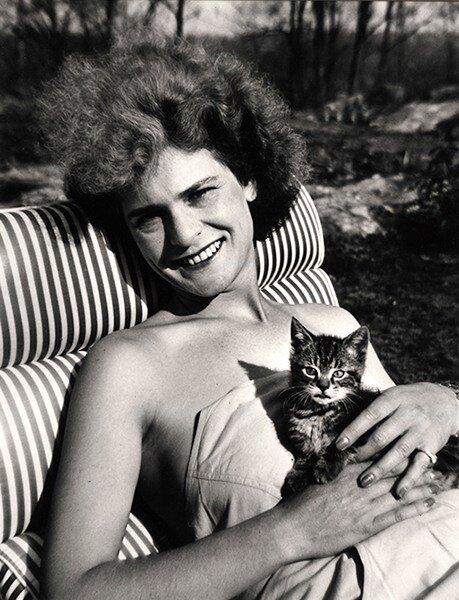 Alfred Eisenstaedt, Life photographer Margaret Bourke-White with kitten, 1944