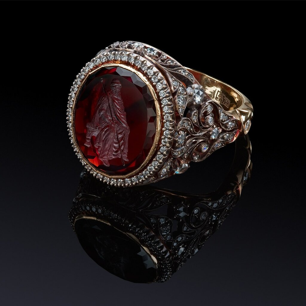 Ювелирные украшения с камнями