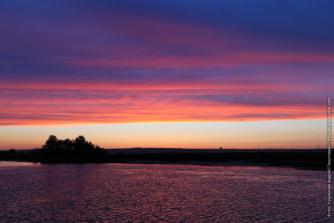 яркие краски мы наблюдали с борта теплохода «Русь Великая» вечером седьмого дня нашего путешествия