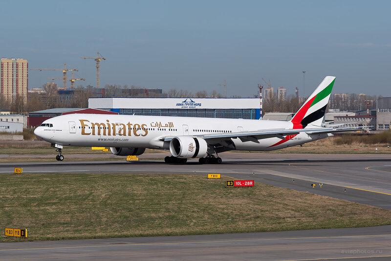 Boeing 777-31H/ER (A6-EGT) Emirates D804168