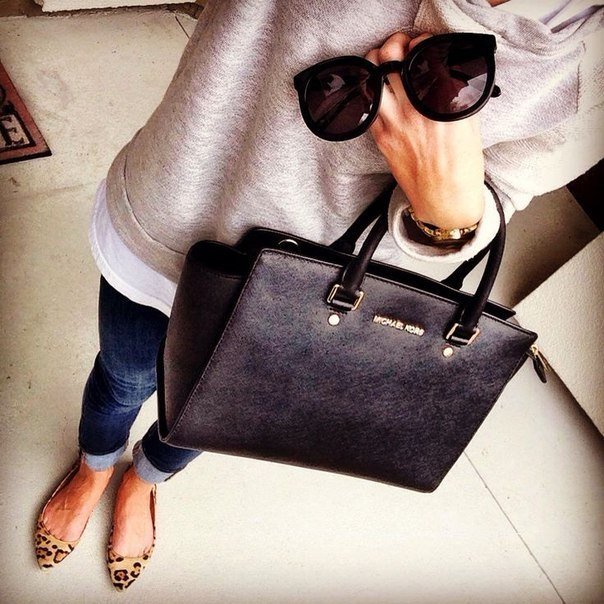 Ксения мода сумка очки джинсы ноги