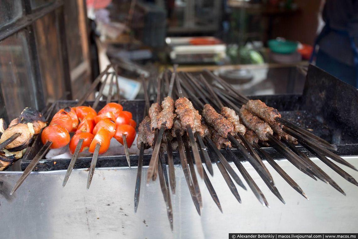17 Соленья - тоже важная часть ближневосточной кухни, их покупают на развес, домой.