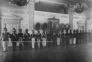 Офицеры и солдаты в исторических формах батальона ХVIII-ХХвв.