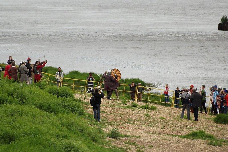 реконструкция битвы ушкуйников с местным населением
