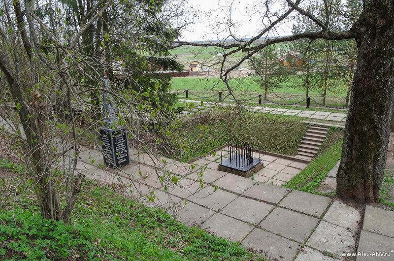 Часть мемориала, вид с горы Ореховая.