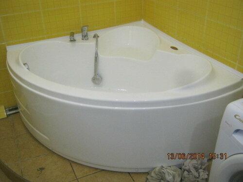 И, наконец, финишная прямая - ванна подключена, установлена и загерметизирована