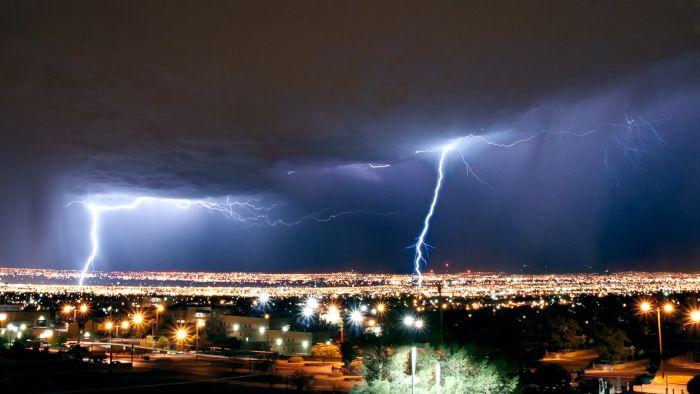 Красивые фотографии молний в самых разных местах и ситуациях 0 a5520 46808fb orig