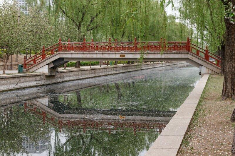 Мост через канал, парк стены династии Юань, Пекин