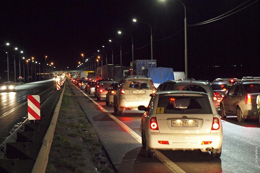 """Трасса М-4 """"Дон"""". 1,5-км пробка перед пунктом взимания оплаты за проезд в Тульской области. Время ожидания - 40 минут."""