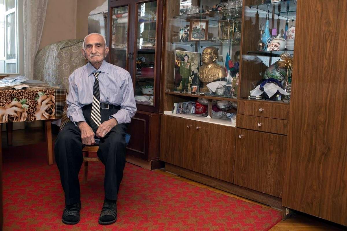 Аллахверди Алиев служил в пехоте с ноября 1941 по 1944 год. Войну закончил в Варшаве, Польша