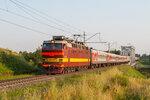 Электровоз ЧС4Т-325 с пассажирским поездом