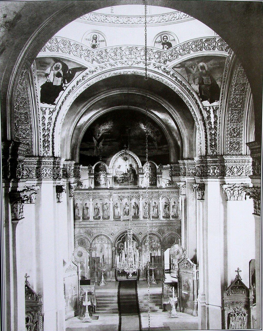 Внутренний вид Богородице-Рождественского кафедрального собора